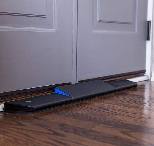 Smartphone Controlled Door Jammer