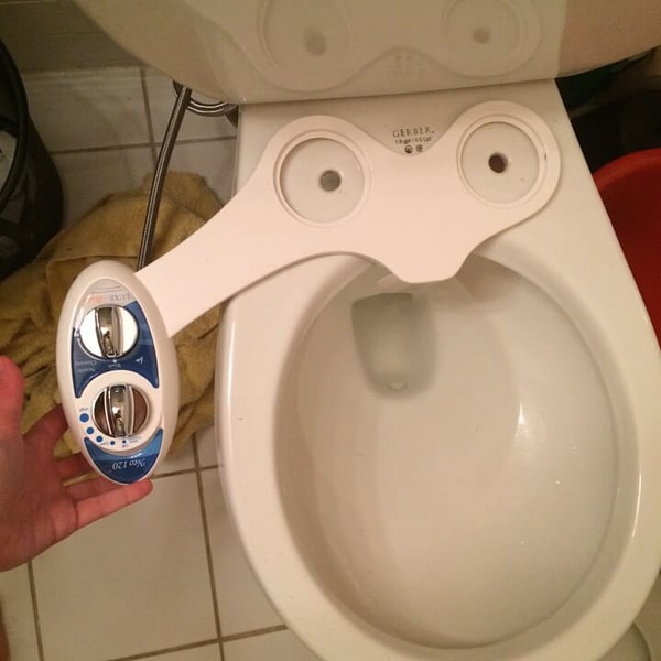 Self-Cleaning Bidet That Doesn't Replace Toilet Seat